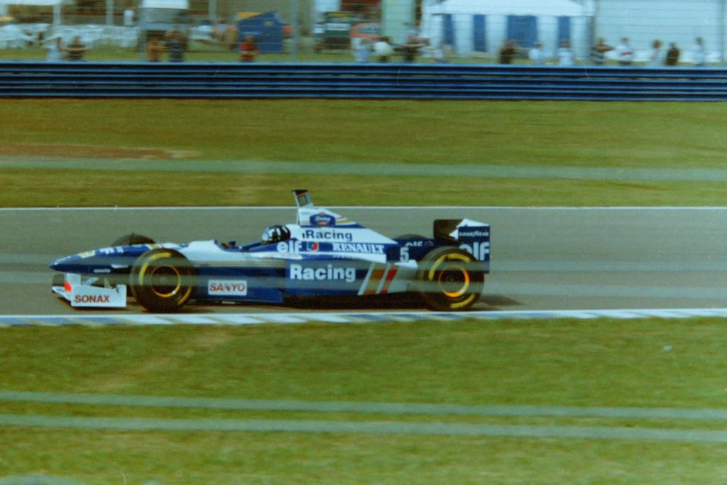 Damon Hill in the Wlliams in '95 at Silverstone. Photo by author